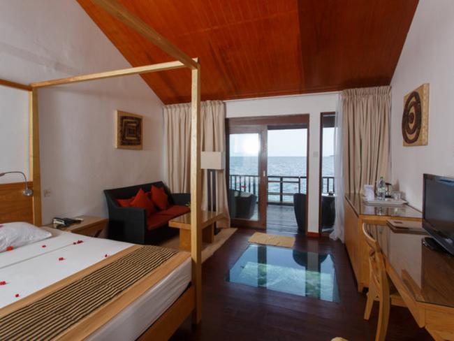 Embudu Village - pokoj ve vodním bungalovu