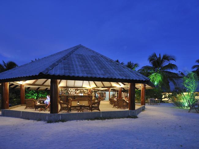 Fun island resort - bar