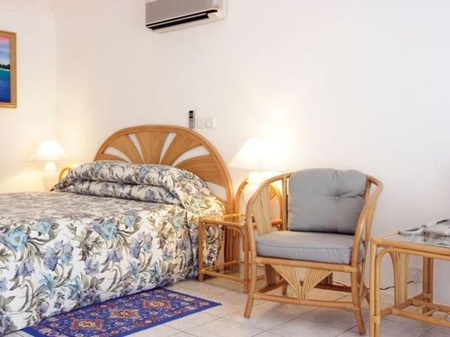Holiday Island Resort - plážové bungalovy