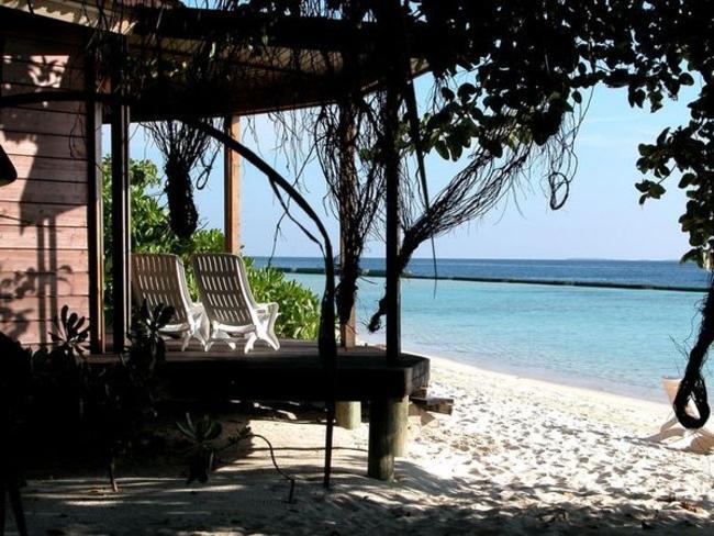Komandoo Maldives Island Resort - před plážovou vilou
