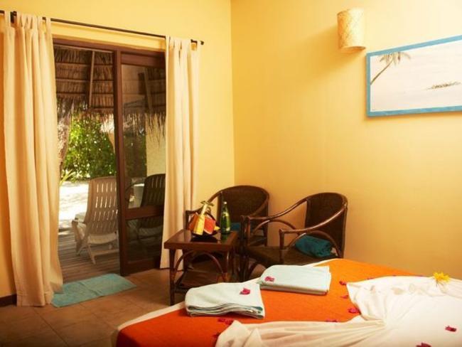 Kuredu Island Resort & Spa - plážový/ zahradní bungalov