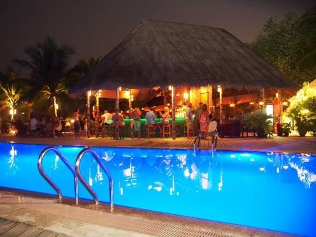 Kuredu Island Resort & Spa - bazén/bar