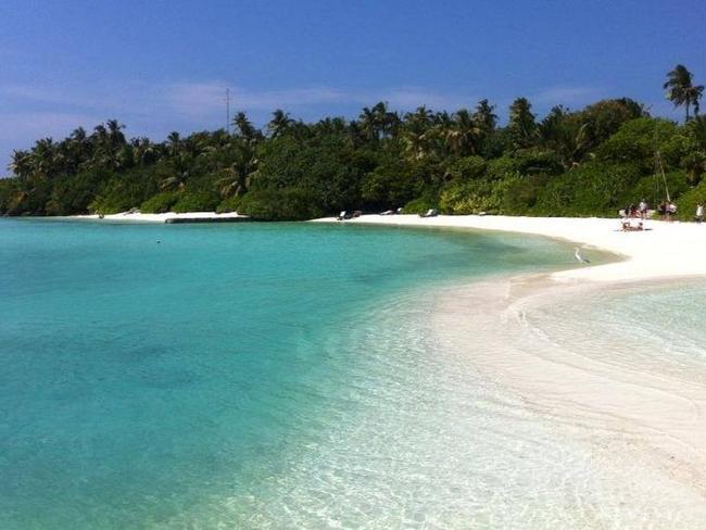 Makunudu island resort Maledivy