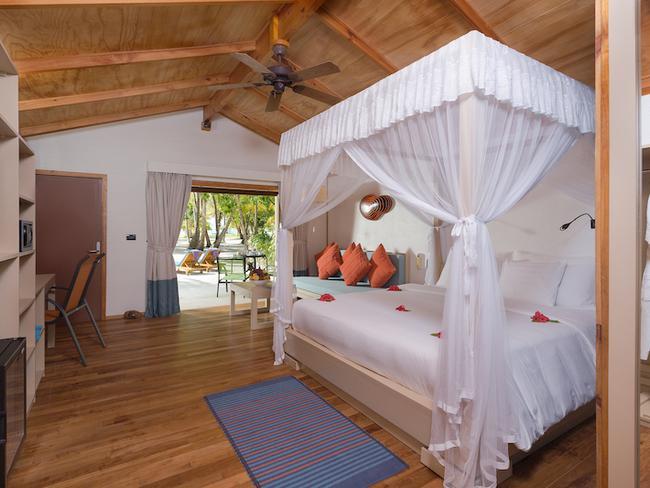 Meeru island resort - plážová vila s jacuzzi, pokoj