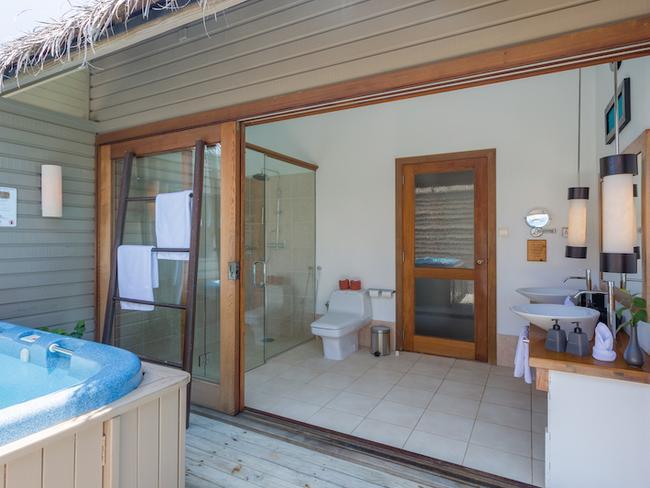 Meeru island resort - vodní vila s jacuzzi, pokoj