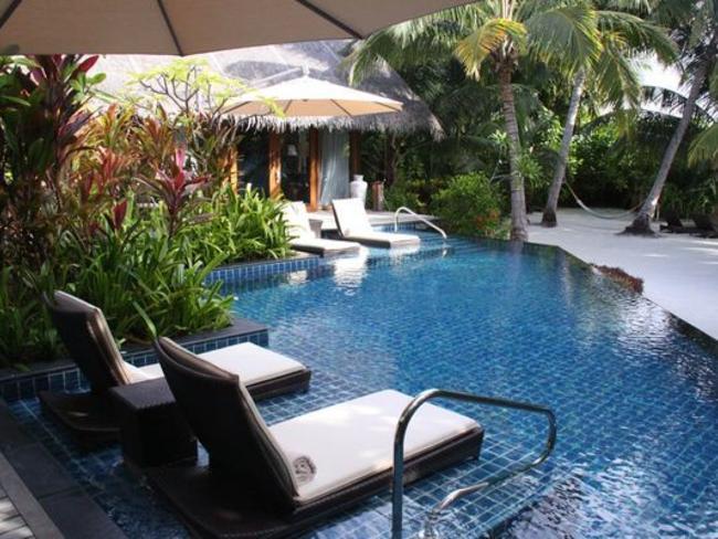 Shangri-las Villingili Resort - plážová vila