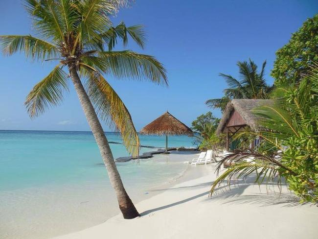 Thulhagiri Island resort - pláž