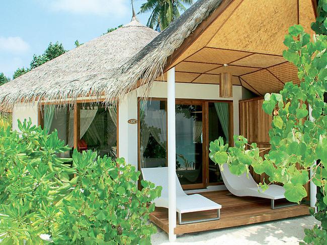 Safari island resort - plážový bungalov