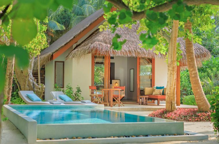 Dusit Thani Maledivy - deluxe plážová vila s bazénem