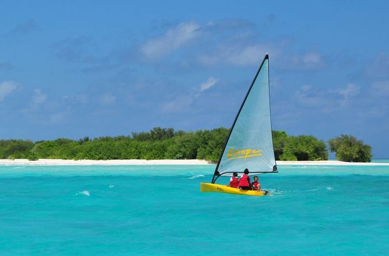 Fun Island resort - zájezd Maledivy