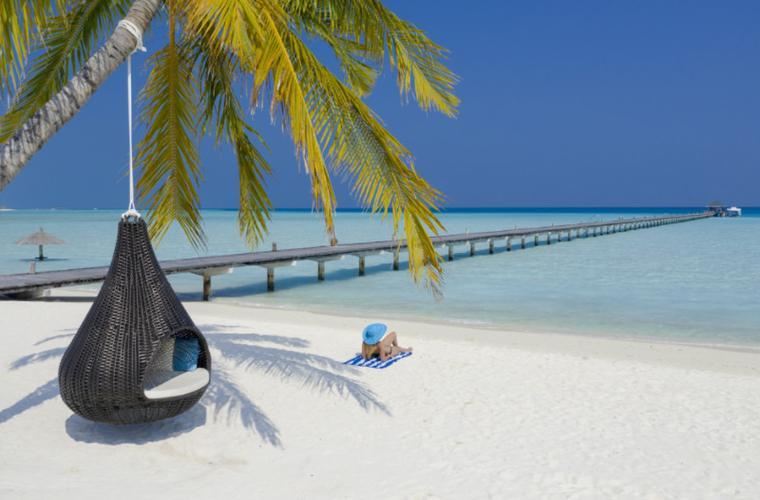 Holiday island resort - zájezd Maledivy